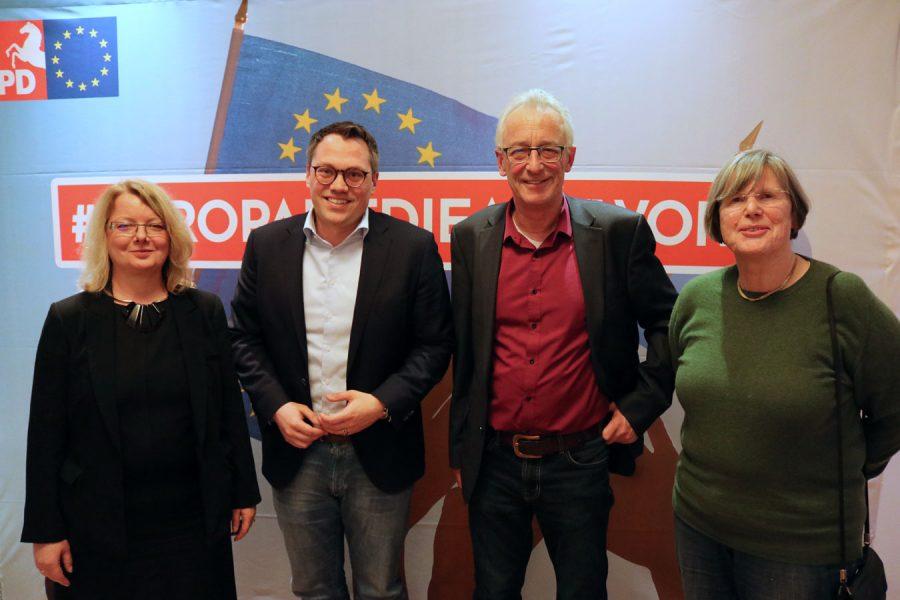 von links: Petra behlmer-Elster, MdEP Tiemo Wölken, Oberbürgermeister Axel Jahnz und Dr. Mechthild Harders-Opolka